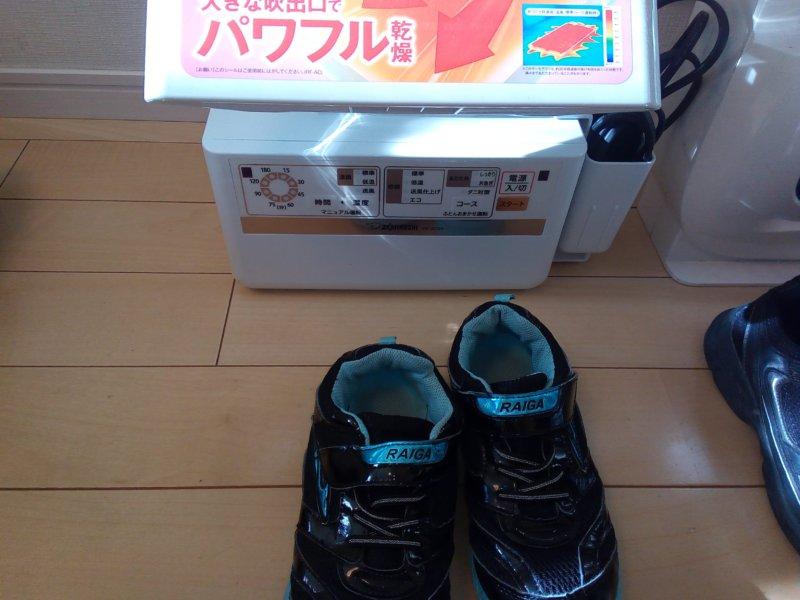 布団乾燥機での靴の乾かし方【乾燥を早めるためのコツあり】